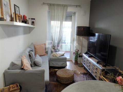 Apartamento T2. varanda, centro Amadora