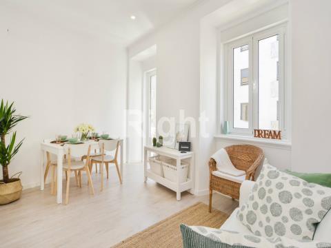 Apartamento T2 remodelado em Arroios