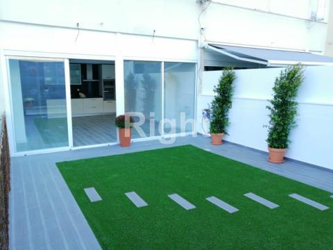 Apartamento T3 com terraço em Alvalade