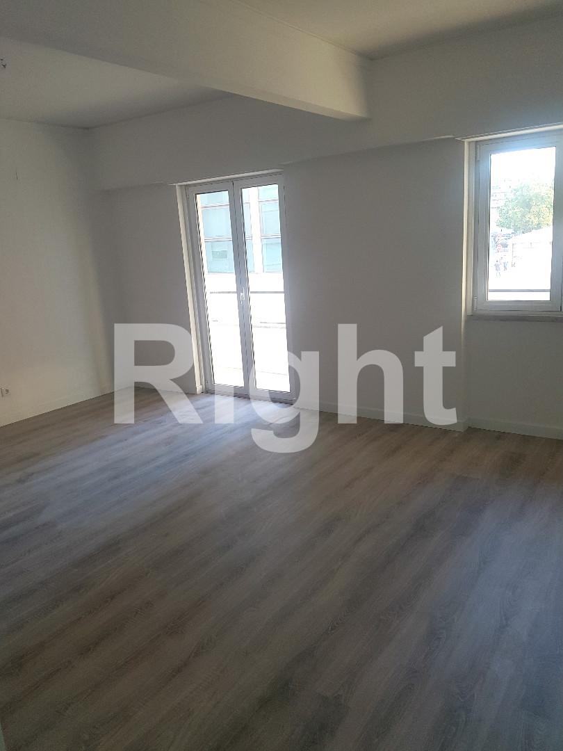 Apartamento T3 remodelado em Algés