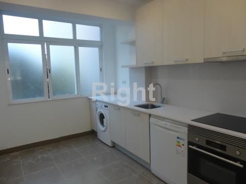 Apartamento T3 remodelado na Amadora