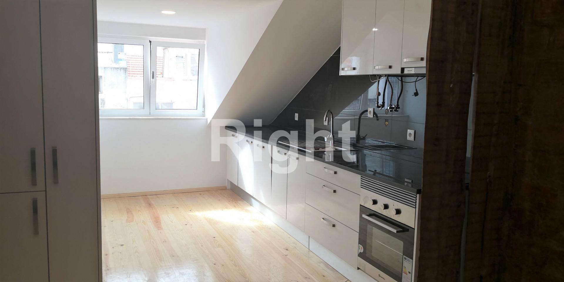 Apartamento T3 remodelado nas Avenidas Novas
