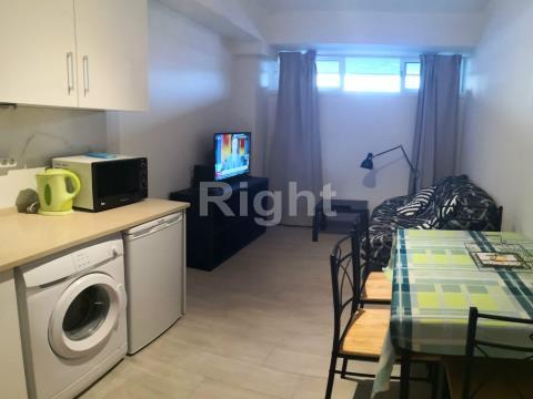 Apartamento T1 remodelado e mobilado em São Domingos de Benfica
