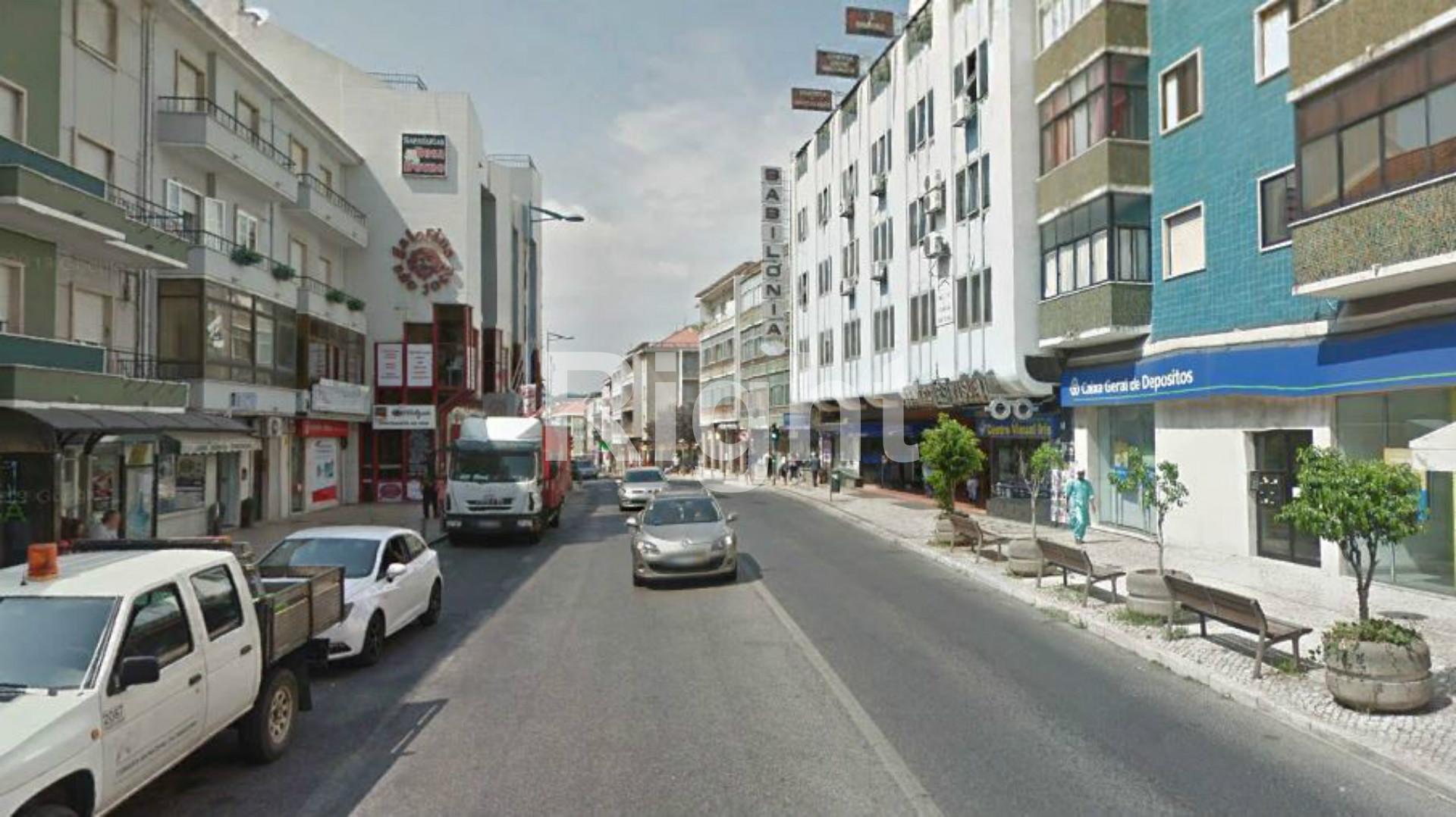 2 prédios com rendimento no centro da Amadora