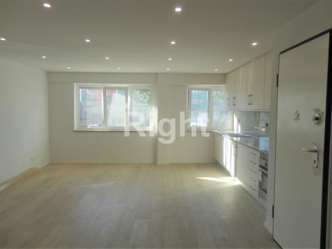 Apartamento T2 totalmente remodelado na Amadora