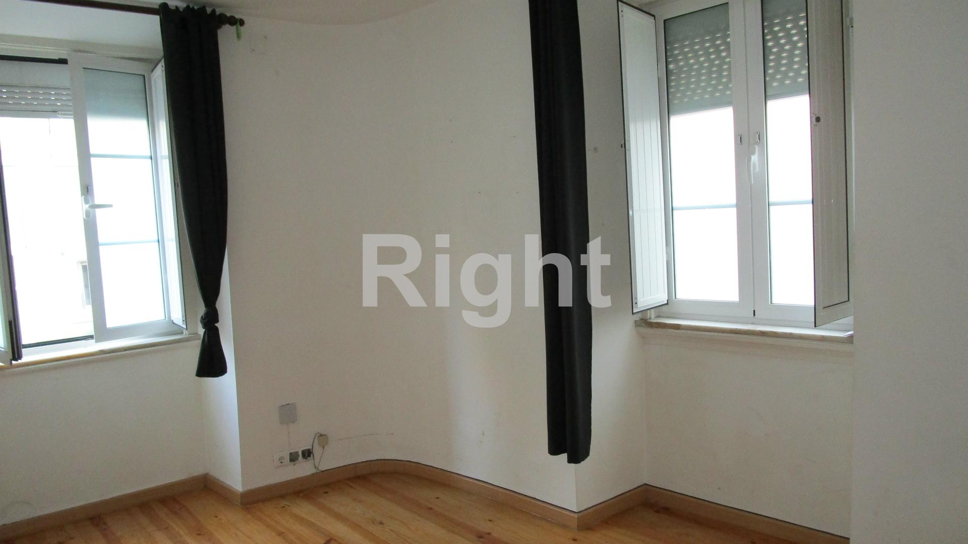 Apartamento T2 com saguão de 6m2 em São Vicente