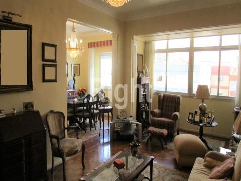 Apartamento T3 transformado em T2 na Figueirinha/Oeiras