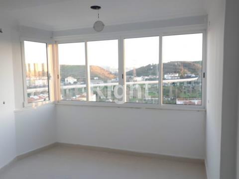 Apartamento T2 remodelado em Odivelas.