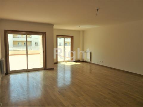 Apartamento T2 duplex com terraço no Alto de Algés