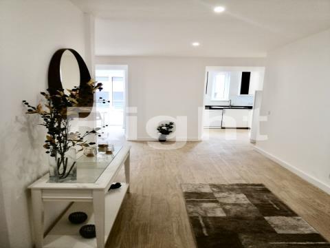 Apartamento T2 totalmente remodelado e mobilado em Lisboa