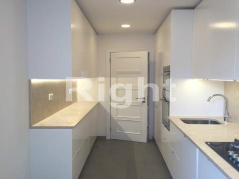 Apartamento T2 em Campo de Ourique.