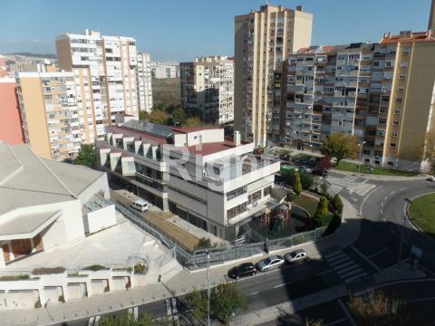Excelente T2 para arrendar em zona central de Alfornelos, Amadora