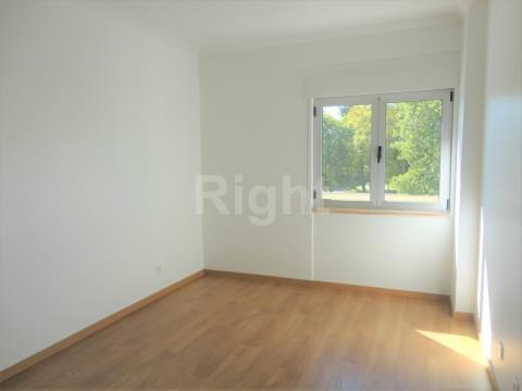 Apartamento T3 remodelado em Carnide