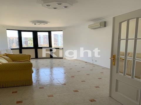 Apartamento T2 com lugar de estacionamento no Infantado, Loures