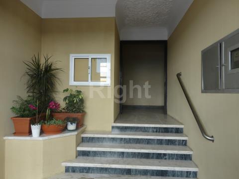 Apartamento T3 em Linda-a-Velha