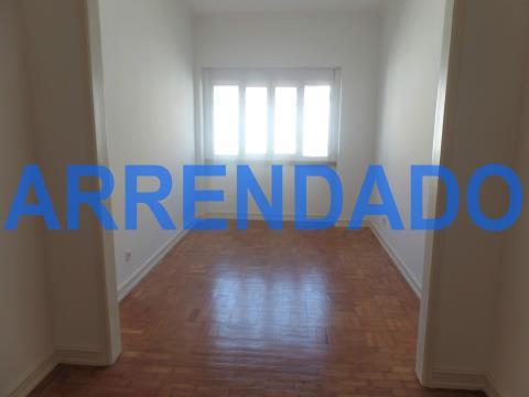 Apartamento 3 assoalhadas a estrear, próximo Estrada da Luz