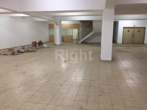 Loja dividido em 2 pisos em Arroios