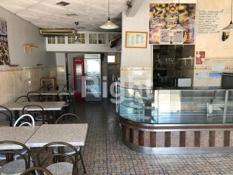 Restaurante/Loja na Damaia, próximo Aqueduto das Águas Livres