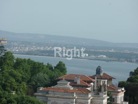 Apartamento T2 mobilado e equipado com vista Rio em Lisboa