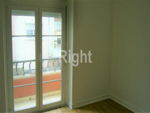 Apartamento T1  a 2min a pé das Portas de Benfica