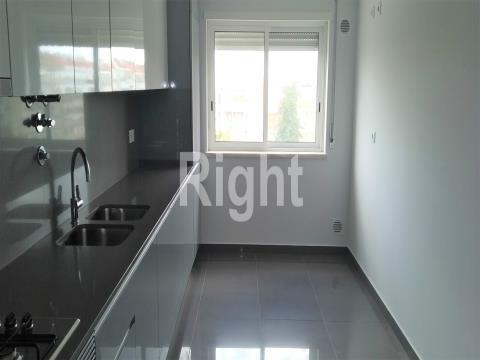 Apartamento T2 novo com arrecadação no Seixal