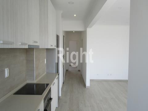 Apartamento T3 totalmente remodelado em Queluz