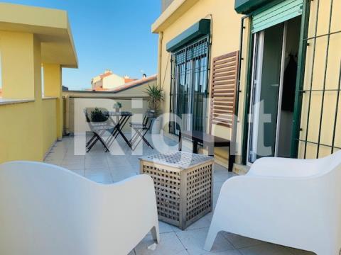 Apartamento T3 mobilado e equipado com terraço nas Av. Novas