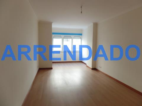 Apartamento T1 com lugar de estacionamento em Benfica