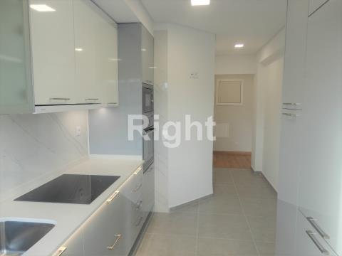 Apartamento T2 totalmente remodelado na Figueirinha em Oeiras