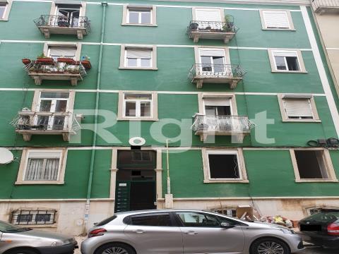 Apartamento T2+1 totalmente remodelado em Penha de França