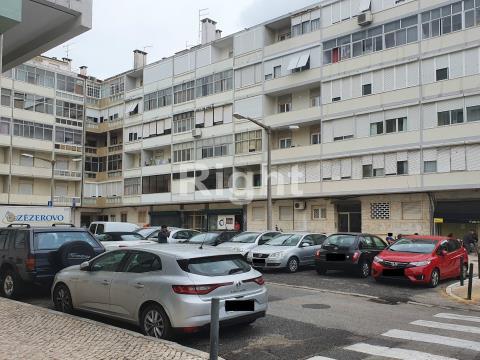 Apartamento T4 totalmente remodelado em Benfica