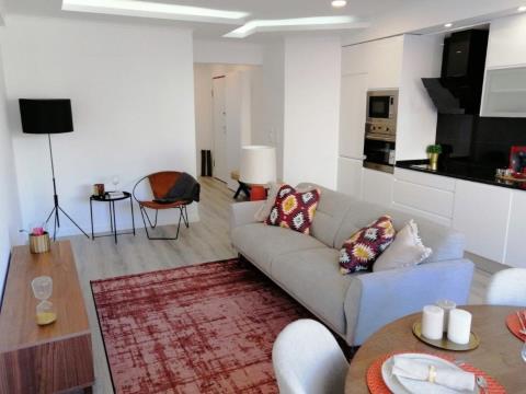 Apartamento T2 totalmente remodelado em Alvalade