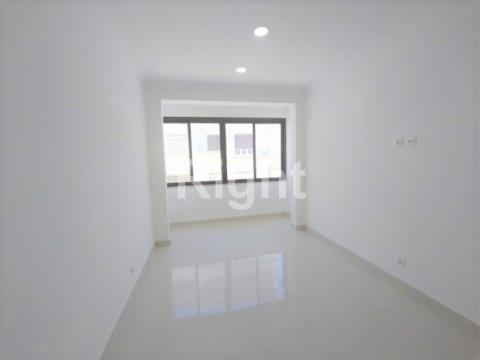 Apartamento T3 totalmente remodelado no Laranjeiro, Almada