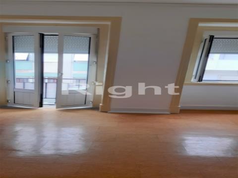 Apartamento T2+1 na Penha da França
