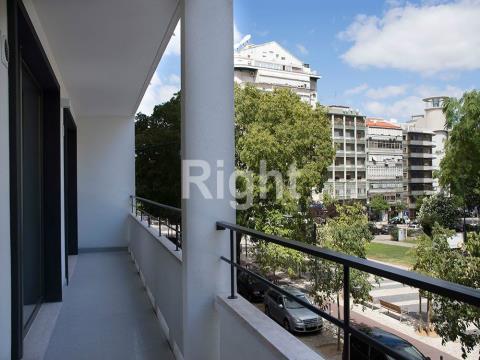 Apartamento T1 mobilado e equipado com varanda nas Avenidas Novas