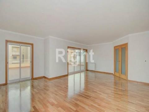 Apartamento T3 duplex com terraço