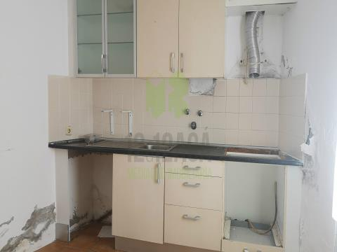 Apartamento T1+1, junto as piscinas municipais.