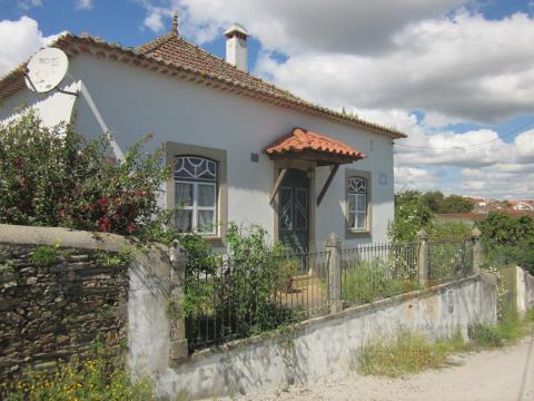 Venda Moradia Rustica com garagem e terreno Cebolais de Cima Castelo Branco