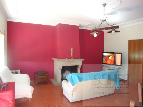 Venda apartamento T3 em Alcains, imóvel com excelentes áreas localizado no centro da vila.
