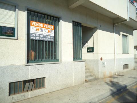 Arrenda loja em frente a escola preparatória