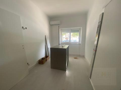 T3 totalmente remodelado, com ares condicionados em sala e quartos