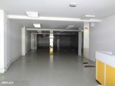 Loja Matosinhos, junto a estação de metro.