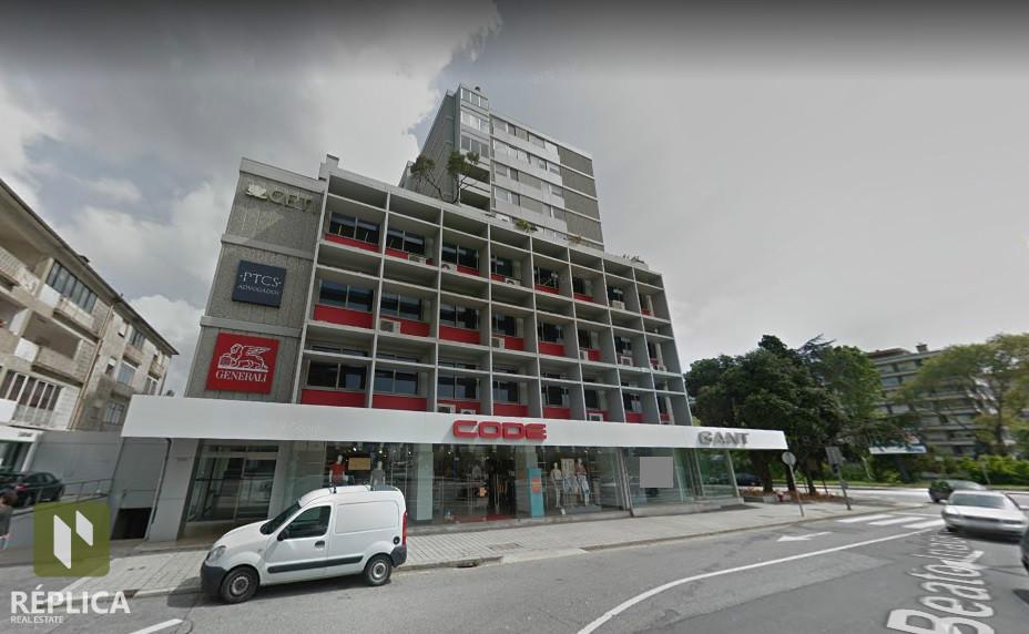 2 Lojas com 580m2 / Avenida da Boavista