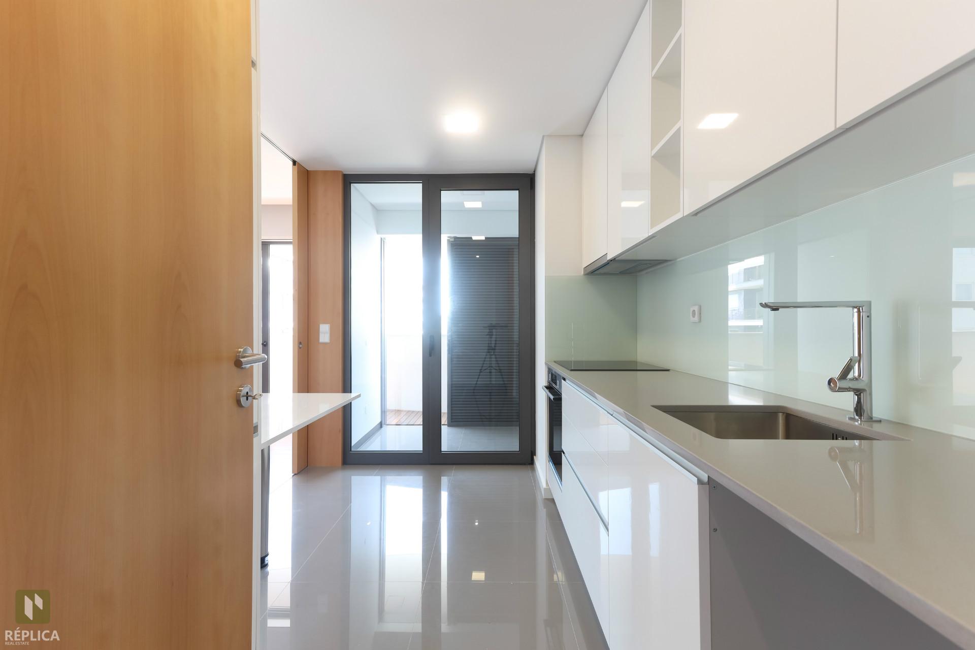 Apartamento T2 NOVO com 2 lugares de garagem