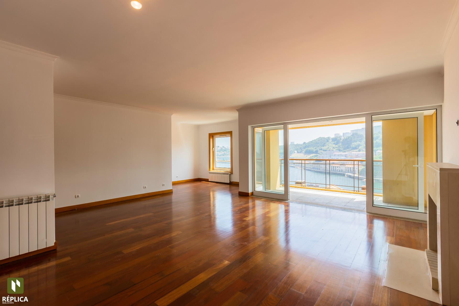 Apartamento T3 com vista rio