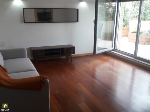 Apartamento T1 com 55m2 de terraço