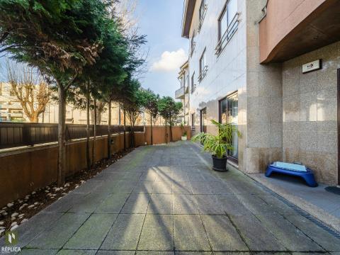 Apartamento T3, a 300 da praia, em Leça da Palmeira