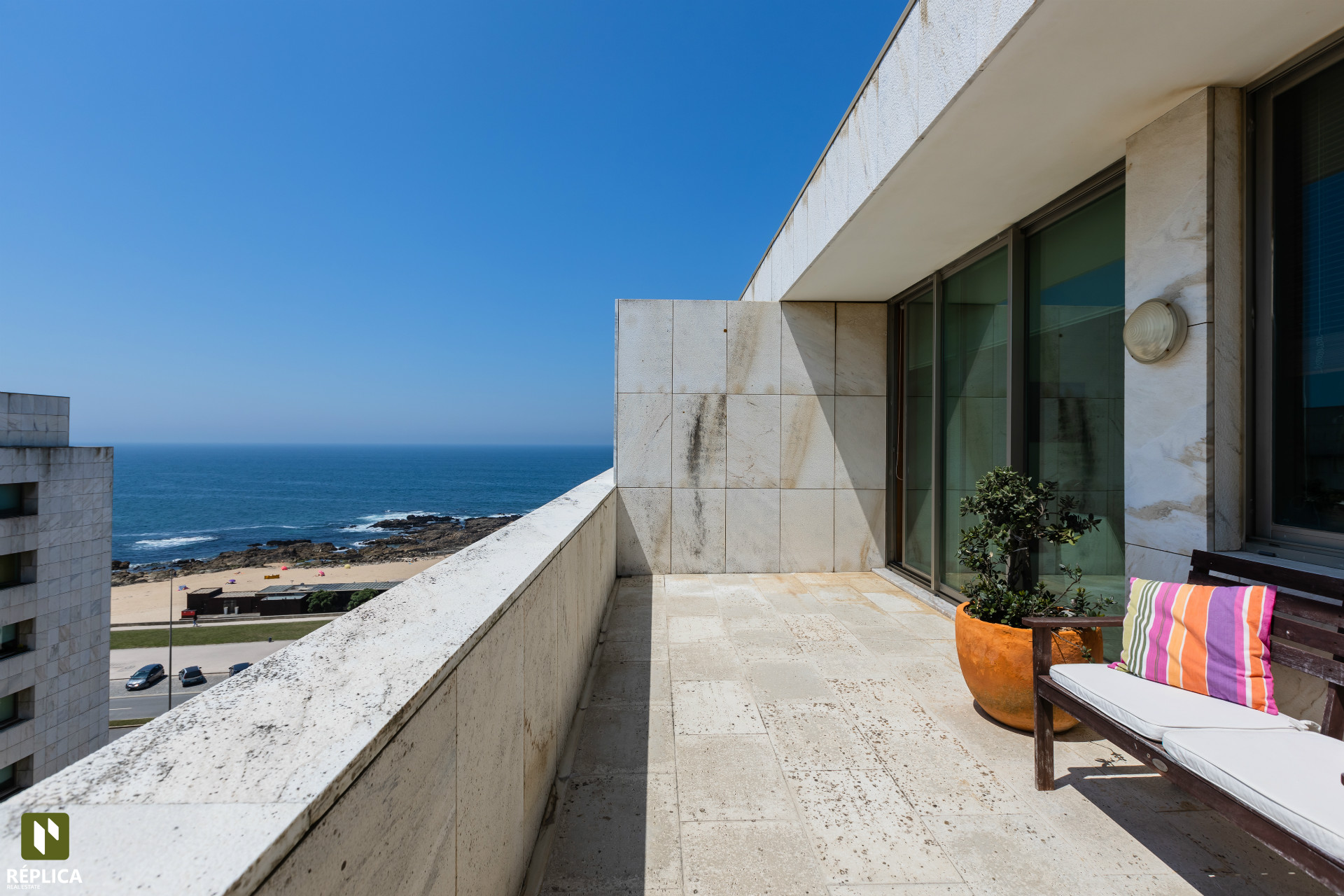 Apartamento T2 com vista mar, na 1ª linha da praia de Leça da Palmeira
