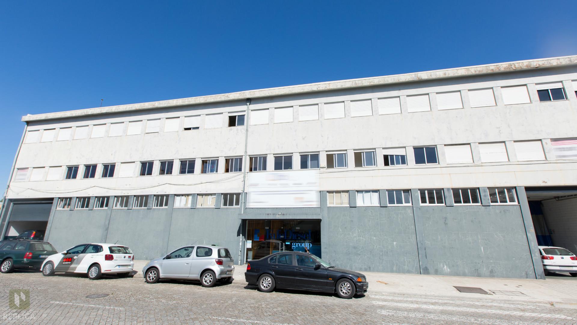 Armazém zona industrial Porto