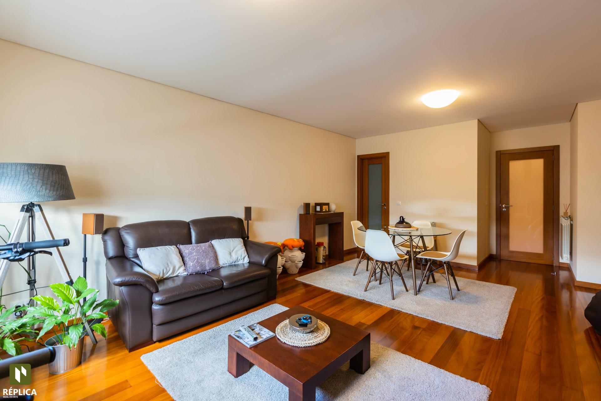 Apartamento T2 Duplex Recuado com dois terraços em Matosinhos Sul